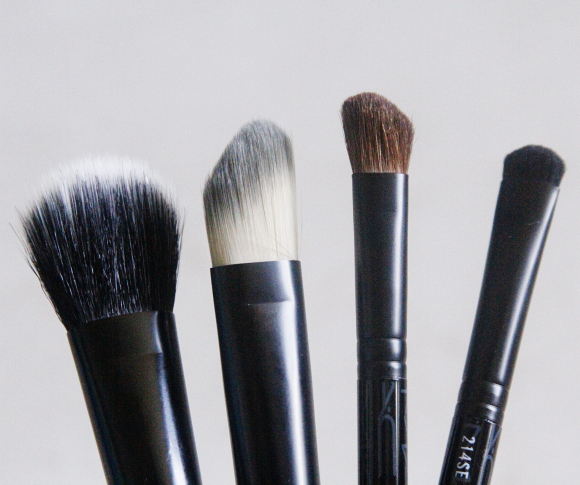 Look in a Box brush kit by MAC