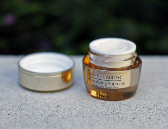 Estee Lauder Revitalizing Supreme Cream